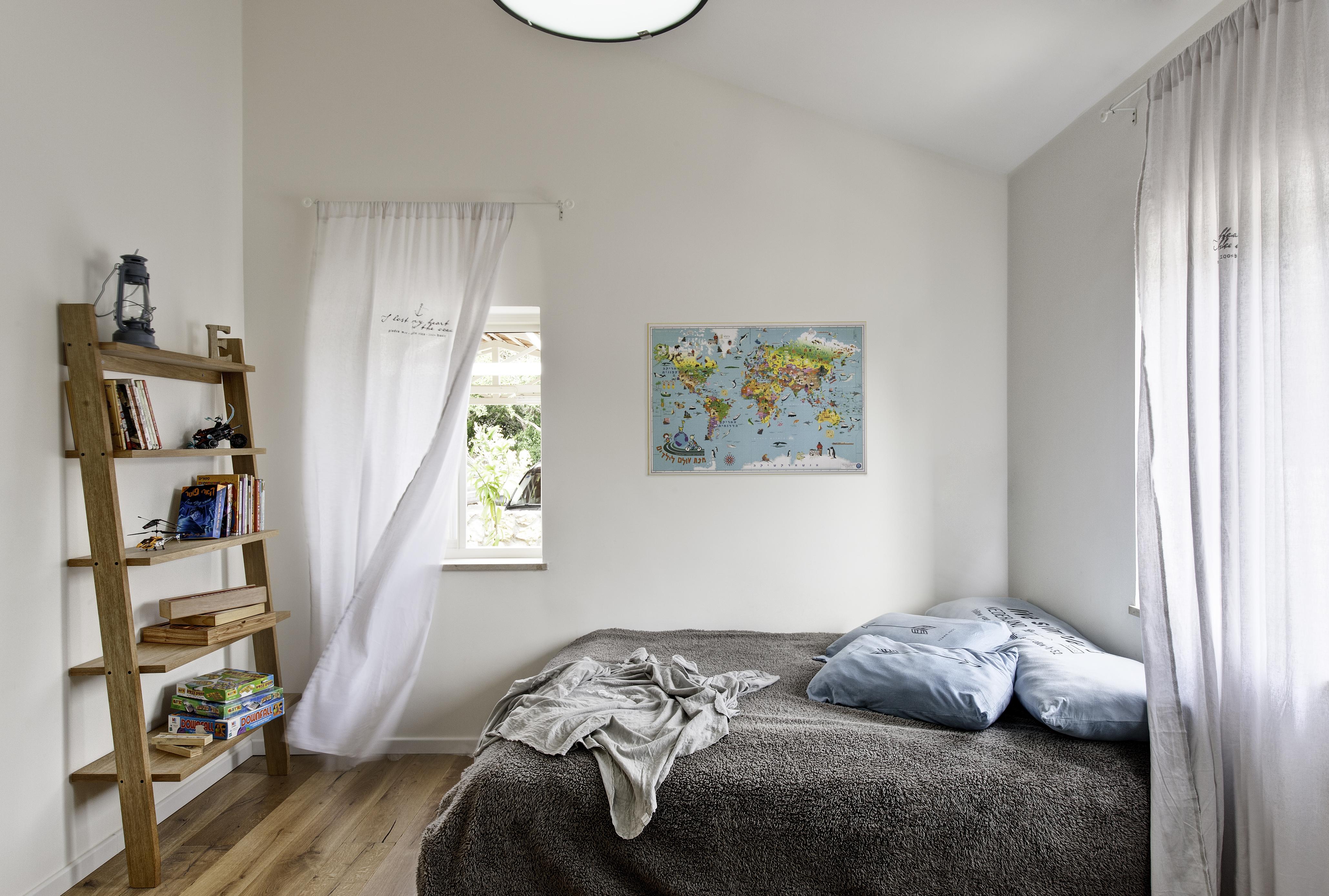 חדר הבן הקטן. וילונות וכריות מסטודיו בייסיק