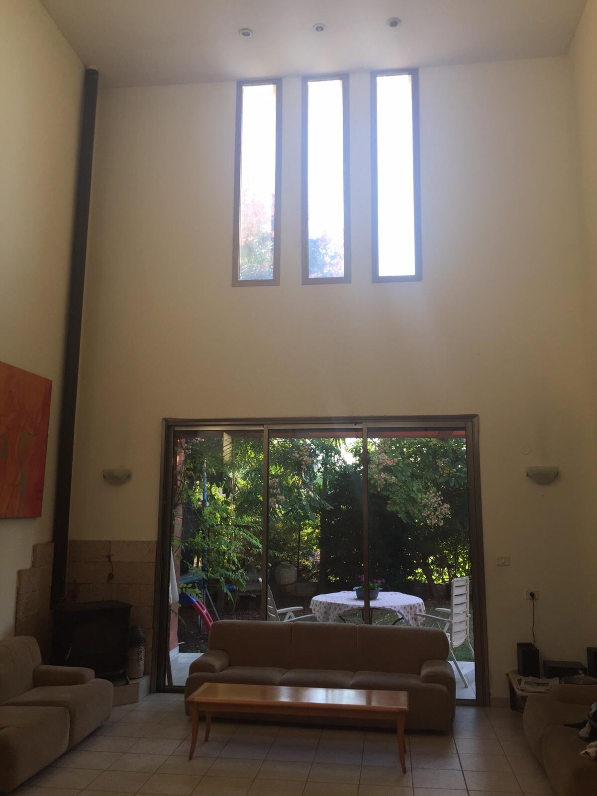 חלונות הסלון לפני