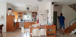 המטבח והכניסה לפני השיפוץ