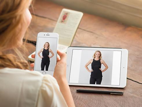 woman-using-iphone-6-and-ipad-mini-mocku