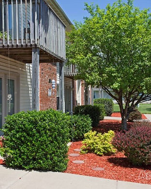 Landscaped Grounds - Links to Rentals page