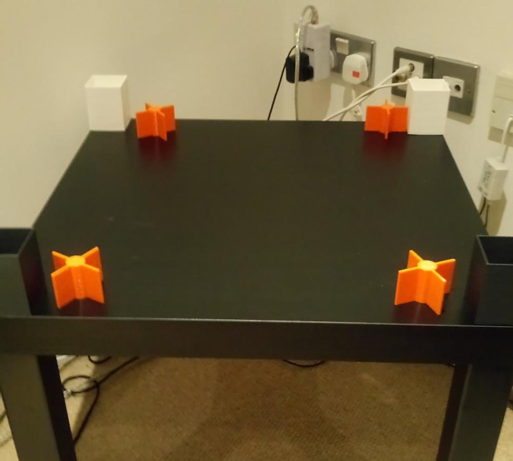 Table_wirh_corners_feet.jpg
