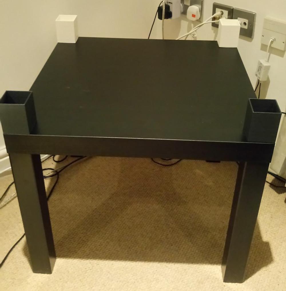 Table_with_corners.jpg