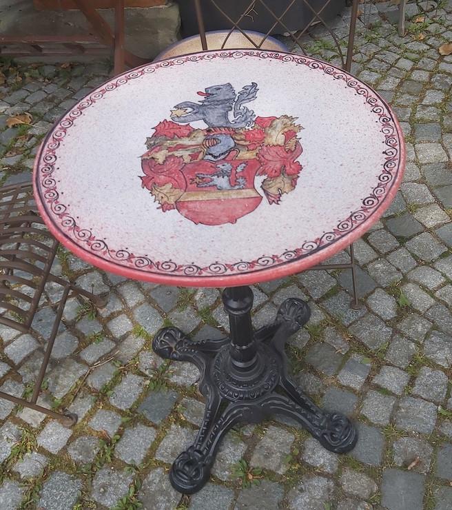 Tisch Bemalung Wappen