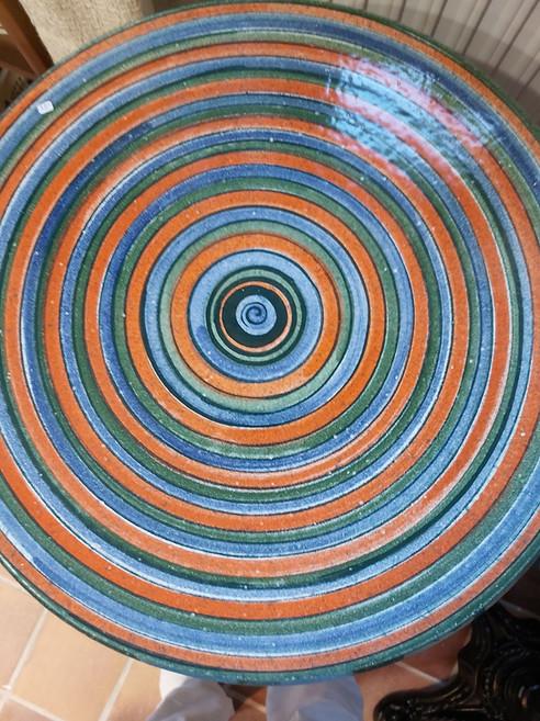 Tisch mit Streifen