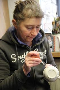 Anneli Thurn bei der Arbeit