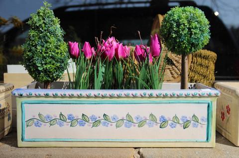 Blumenkasten Keramik Blumenranke.JPG