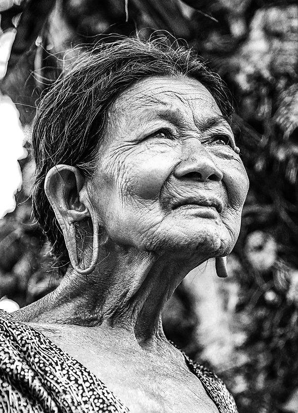 old-woman-1530123_1920.jpg