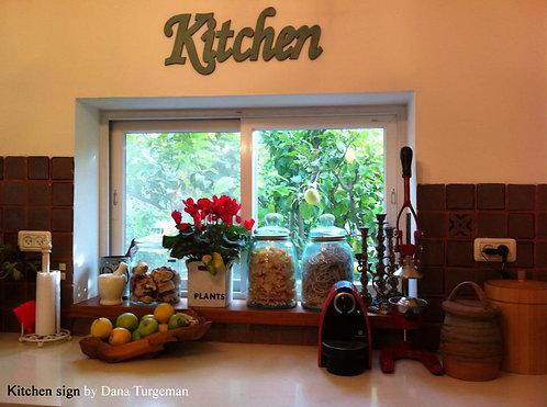 שילוט למטבח מעץ , כיתוב באנגלית כתב מחובר . צבע ירוק מיושן