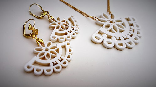 Dainty Jewelry Set in White   סט תכשיטי תחרה  בלבן