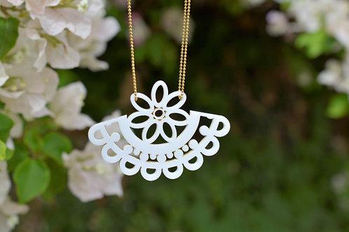 White Dainty Lace Necklace  שרשרת תחרה מעודנת בלבן