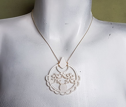 Frosted White Lace Necklace   שרשרת תחרה בלבן חלבי