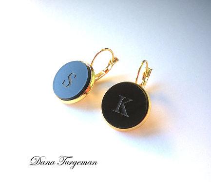 עגילים בשחור עם חריטה אישית / Black Earrings