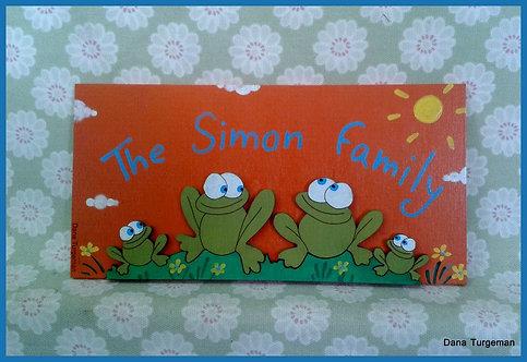 שלט משפחתי עם צפרדעים זוג+2