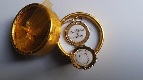 שרשרת עם תליון תחרה בינוני בציפוי זהב 2 מיקרון, נפתח לשתי חריטות