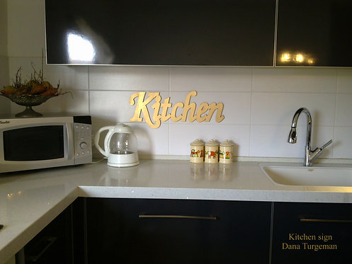 a golden Kitchen sign / שלט דקורטיבי מוזהב למטבח