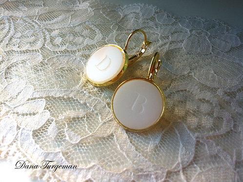 עגילים בלבן עם חריטה אישית/Personal White Earrings