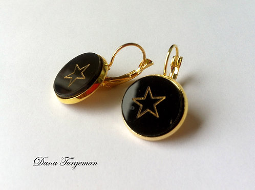 עגילים בשחור עם כוכב מוזהב / Black Earrings