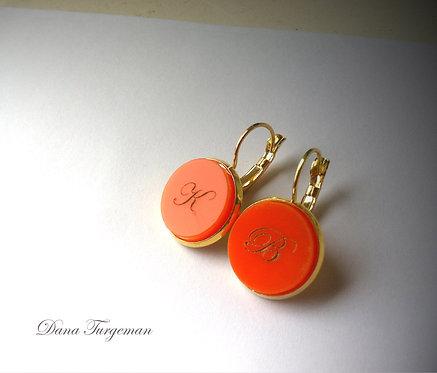 עגילים כתומים עם חריטה אישית / Orange Earrings