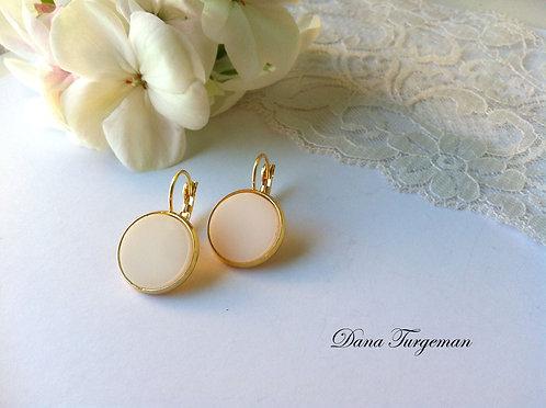 עגילים עגולים בלבן / Round Plain White Earrings
