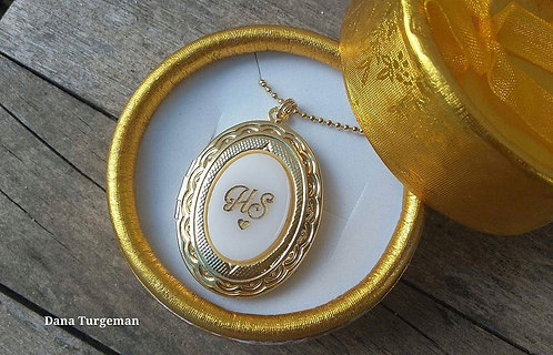 שרשרת עם תליון אובלי נפתח בציפוי זהב 2 מיקרון