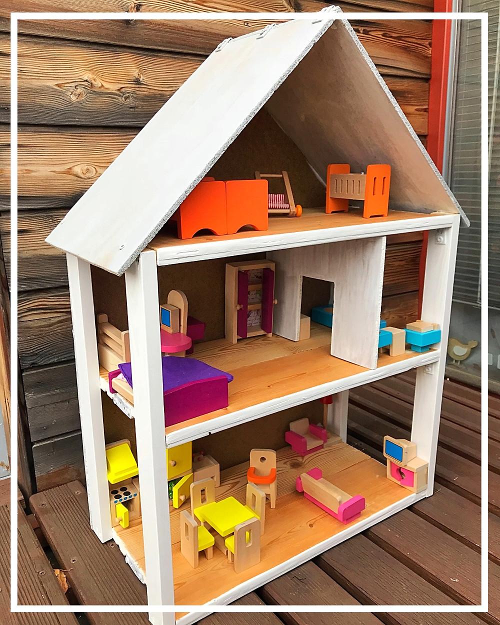 dřevěný domeček pro panenky