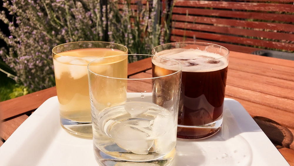 ledová čaj, ledová káva, cinzano na ledu