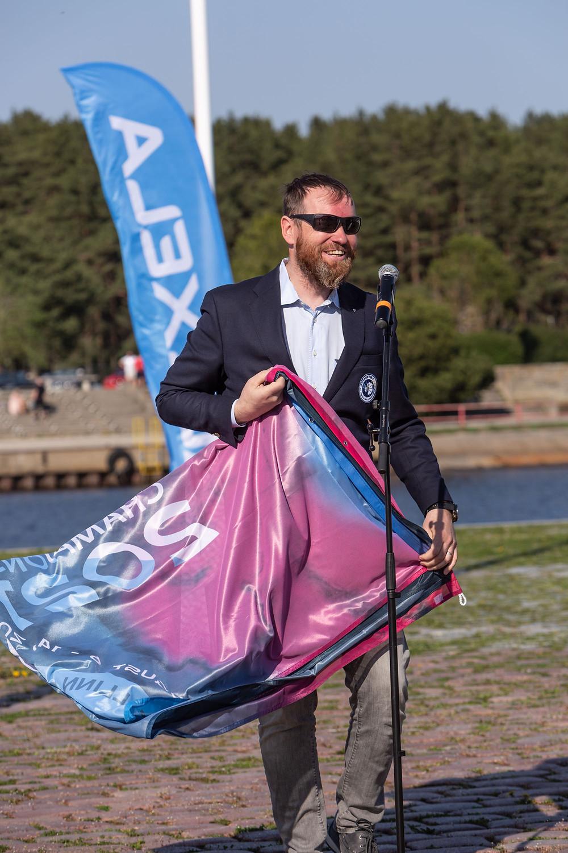 Alexela kontserni asepresident Marti Hääl ORC MMi lipuga - foto ©Gerli Tooming / Alexela ORC MM 2021