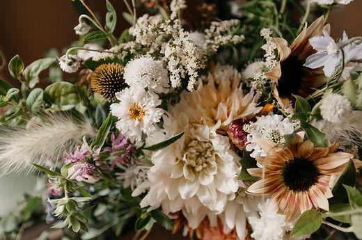 bride lindsey bouq closeup.jpg