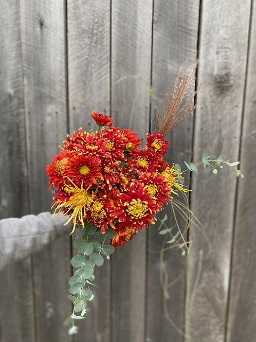 Heirloom Chrysanthemum bouquet - red mix