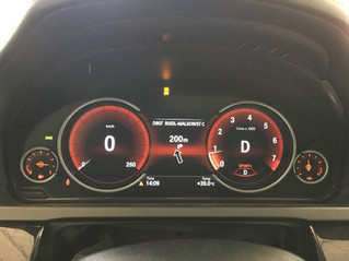 Nouveau tableau de bord BMW Black Panel 100% digital, installé sur la Serie 750i F02