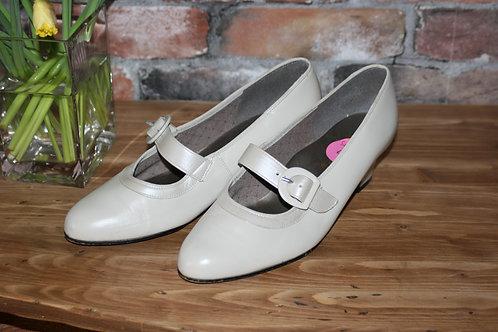Cream Vintage Shoes
