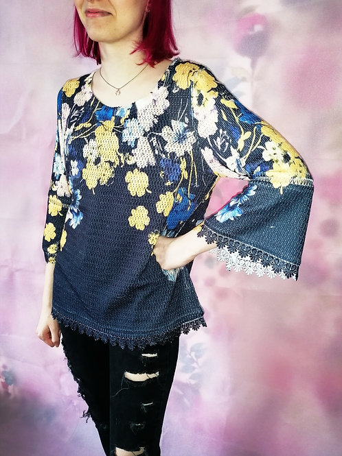 Size 12 Bell sleeve Floral top