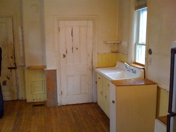 BEFORE kitchen in victorian home