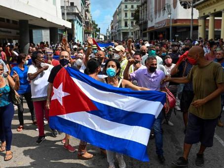 Daddy Yankee, Camila Cabello y Pitbull entre los artistas que apoyan las manifestaciones en Cuba