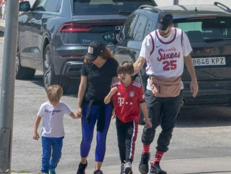 Critican a Shakira por salir a pasear con sus hijos sin ninguna protección