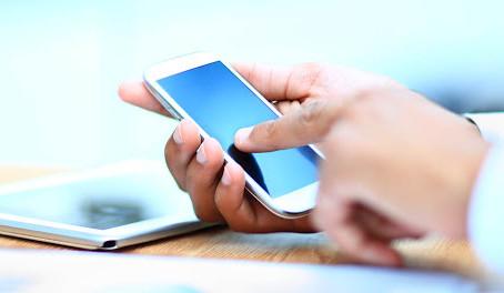 El tiempo que puede permanecer la covid-19 en la pantalla táctil de tu celular