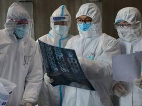 Mal uso de trajes de protección puede aumentar el riesgo de contagio