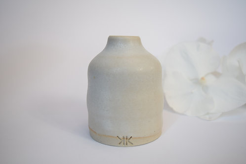 Small Snow Vase - Flowing