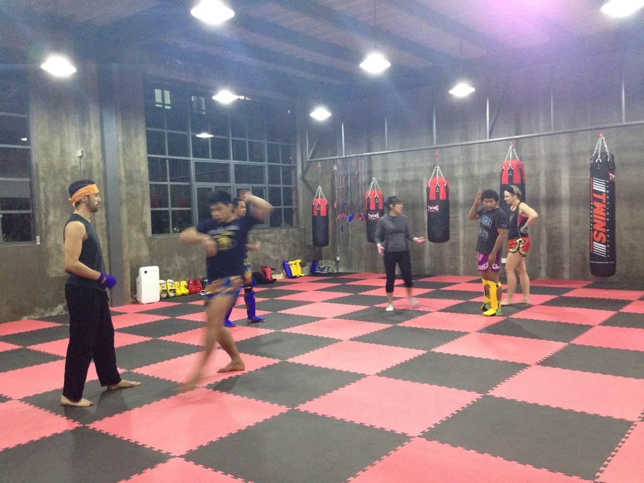Rawee Muay Thai Shanghai Training 6