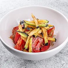 Салат из сладких томатов и баклажана