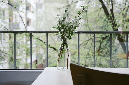 Blommor på en balkong