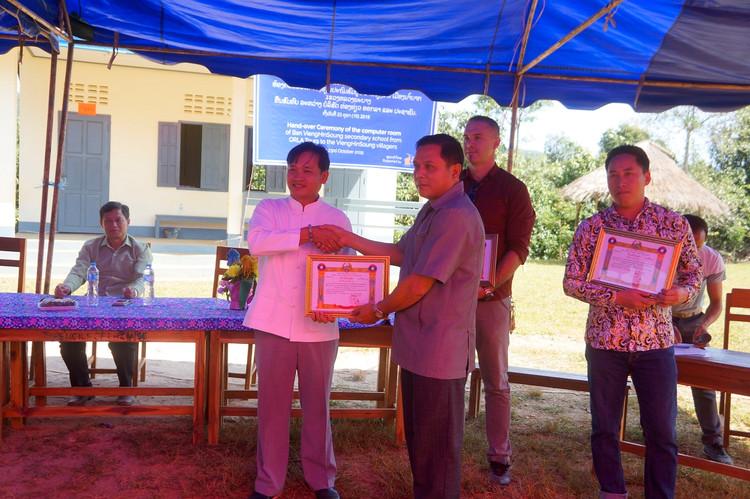 Community travel, build a school for hmo