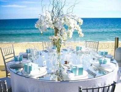 pretty beach table.jpg