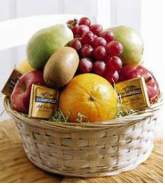Fruit and Chocolate Basket (GBFS20)