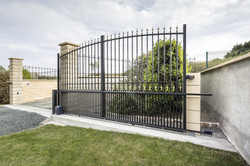 Quimper sliding gate with finials