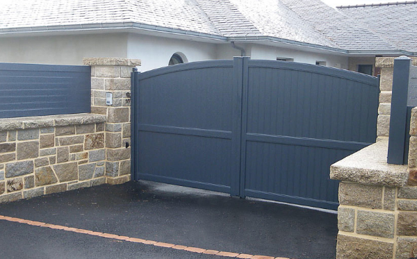 Daguer curved top gate