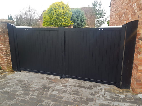 Aluminium double swing gate with vertical solid infill – Flat Top