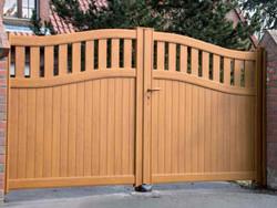 ENEZ aluminium gate wood effect