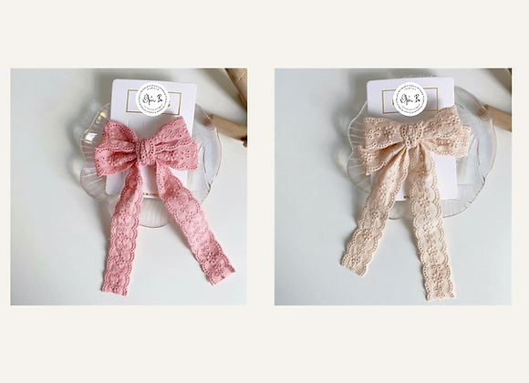 Broderie Anglaise bow clip (pink or beige)